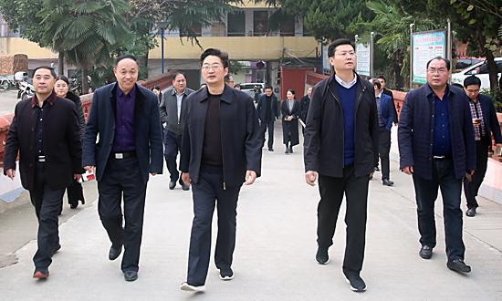 """李亦博调研城区学校""""大班额""""和新建学校规划选址工作"""