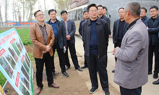 李亦博调研脱贫攻坚和土地综合整治工作