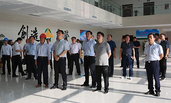劉尚進來舞調研工業企業智能化改造工作