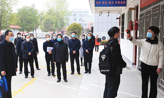 李亦博察看高三復學準備工作 中國財經新聞網 www.1372656.buzz